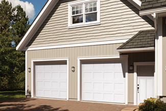 Standard+ Shaker CC 9\u0027 x 8\u0027 Ice White No windows Select doors with conservative features which correspond to the ... & How to Choose a Garage Door | Garaga