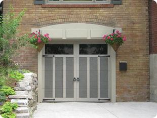 Eastman E-13 garage door