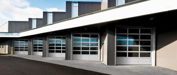 Portes de garage toute vitrée 10 pi x 12 pi, Concessionnaire automobile