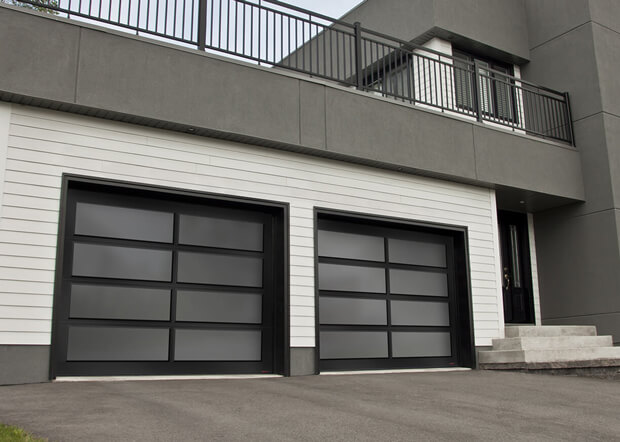 California, 9' x 7', profilé d'aluminium Noir, verre Satiné