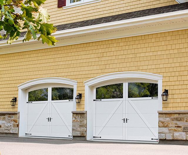 Princeton P-22, 9' x 7', portes et moulures Blanc glacier, Moulures Arches avec fenêtres Panoramique Clair