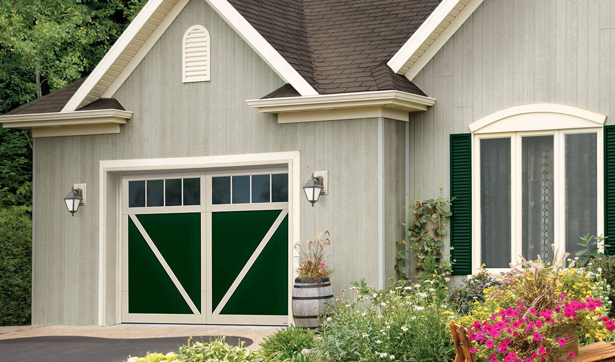 Eastman E-23, 10' x 7, Evergreen door and Desert Sand overlays, 4 vertical lite Panoramic windows