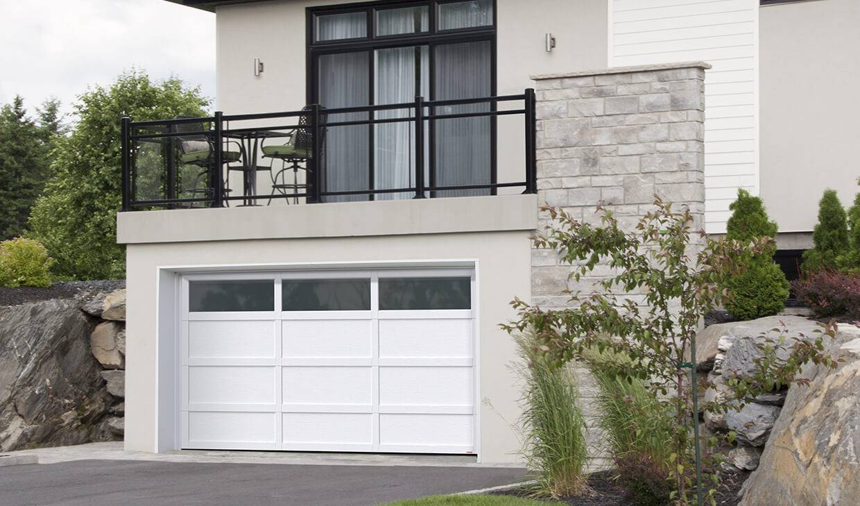 Cambridge CL, 14' x 7', Ice White door and overlays, Panoramic Clear windows